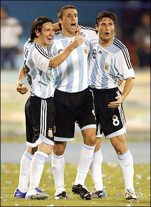 Messi, Crespo and unidentifed cutie